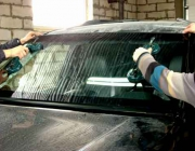 Прикладывание стекла на авто